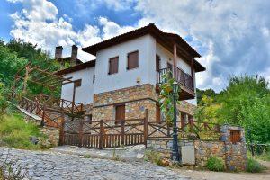 elewacja domu z kamienia